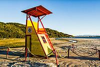 Posto de salva vidas na Praia do Forte. Florianópolis, Santa Catarina, Brasil. / <br /> Lifeguard station in Fortress Beach. Florianopolis, Santa Catarina, Brazil.