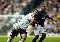 Fotball<br /> Premier League England 2004/2005<br /> Foto: SBI/Digitalsport<br /> NORWAY ONLY<br /> <br /> 30.10.2004<br /> Fulham v Tottenham Hotspur<br /> <br /> Carlos Bocanegra of Fulham clashes with Jermain Defoe of Tottenham