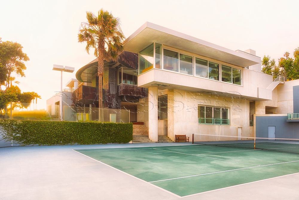 The Borman Residence in Malibu Beach, California designed by renownedarchitect Frank Gehry. Built in 1989 for BurtonBorman, thehomefeatures six bedrooms, nine bathrooms and 11,413 square feet of living space.