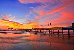 Situada no município de Xangri-lá, a plataforma Marítima de Atlântida completou 40 anos de sua construção no ano de 2010, sendo a mais antiga do Rio Grande do Sul. FOTO: LUCAS UEBEL/PREVIEW.COM