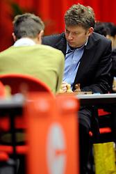 18-01-2010 SCHAKEN: CORUS: WIJK AAN ZEE<br /> Derde ronde van het Corus Schaaktoernooi 2010 / De koploper, de Spanjaard Alexei Shirov (R), speelt maandag tijdens de derde ronde van het Corus Schaaktoernooi 2010 tegen de Nederlander Sergey Tiviakov. <br /> ©2010-WWW.FOTOHOOGENDOORN.NL