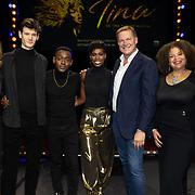 NLD/Utrecht/20191021 - Castpresentatie Tina Turner Musical, Groepsfoto van de cast van Tina de Musical met Albert Verlinden