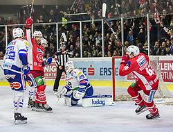 28.12.2018, Stadthalle, Klagenfurt, AUT, EBEL, EC KAC vs EC VSV, 32. Runde, im Bild Thomas HUNDERTPFUND (EC KAC, #27), Dan Bakala (EC Panaceo VSV, #39), Johannes BISCHOFBERGER (EC KAC, #46) // during the Erste Bank Eishockey League 32th round match between EC KAC and EC VSV at the Stadthalle in Klagenfurt, Austria on 2018/12/28. EXPA Pictures © 2018, PhotoCredit: EXPA/ Gert Steinthaler