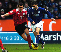 Fotball<br /> England 2004/2005<br /> Foto: SBI/Digitalsport<br /> NORWAY ONLY<br /> <br /> Leicester City v Crewe Alexandra<br /> Coca-Cola. 05/02/2005.<br /> <br /> Keith Gillespie (Leicester City) moves in to tackle Crewe's Anthony Tonkin