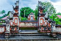 Nusa Tenggara, Lombok, Mataram. The Pura Lingsar temple with the entrance to the Wektu Telu temple.
