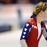 NLD/Heerenveen/20061112 - Essent ISU Wereldbeker Speed Skating, 3000 mtr ladies, Ireen Wust aan het zuurstof