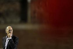 O técnico do Inter, Paulo Roberto Falcão na partida entre Internacional x Emelec, válida pela Copa Libertadores da América 2011, no estádio Beira Rio, em Porto Alegre. FOTO: Jefferson Bernardes/Preview.com