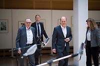 DEU, Deutschland, Germany, Berlin, 02.04.2020: Statement des SPD-Parteivorsitzenden Norbert Walter-Borjans und Bundesfinanzminister Olaf Scholz (SPD) zum Thema Erste Erfahrungen mit dem Schutzschirm für Beschäftigung und Wirtschaft während der Corona-Krise.