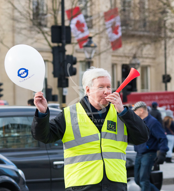 Whitehall, London, February 10th 2016. A cabbie toots his horn as an estimated 8,000 cabbies hold a go-slow in protest against what they say is unfair competition from minicab and Uber drivers who do not have to undergo the rigorous training and checks required for the licenced taxi trade. ///FOR LICENCING CONTACT: paul@pauldaveycreative.co.uk TEL:+44 (0) 7966 016 296 or +44 (0) 20 8969 6875. ©2015 Paul R Davey. All rights reserved.