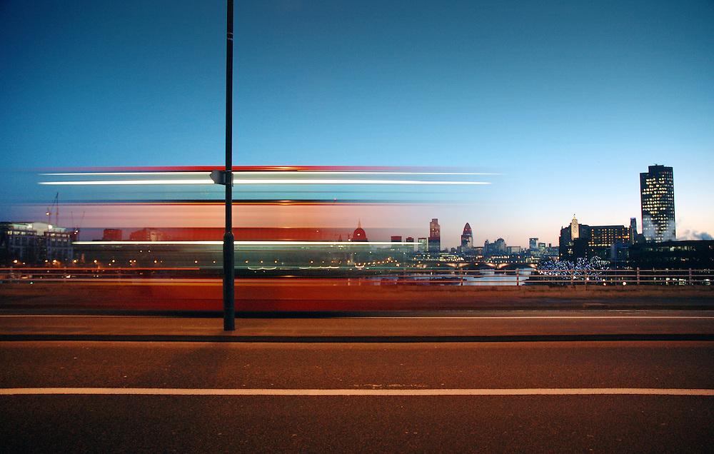 bus waterloo bridge london dawn