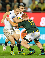 Steven Kitshoff of South Africa tackling Mike Brown of England- Mandatory by-line: Steve Haag/JMP - 23/06/2018 - RUGBY - DHL Newlands Stadium - Cape Town, South Africa - South Africa v England 3rd Test Match, South Africa Tour