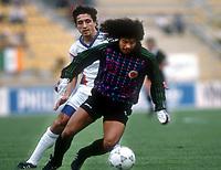 Fotball<br /> Foto: Witters/Digitalsport<br /> NORWAY ONLY<br /> <br /> v.l.: Darko Pancev Jugoslawien, Torwart Jose Rene Higuita Kolumbien<br /> Fussball WM 1990 Jugoslavia v Colombia 1:0