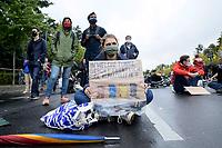 """25 SEP 2020, BERLIN/GERMANY:<br /> Junge Frau mit Schild """"In welche Tonne gehört eigentlich Eure Klimapolitik?"""", Fridays for Future Demonstration fuer Massnahmen gegen den Klimawandel, Brandenburger Tor, Strasse des 17. Juni<br /> IMAGE: 20200925-01-032<br /> KEYWORDS: Protest, Demonstrant, Demonstranten, Demonstratin, Schueler, Schüler, Klimakatastrophe, FFF, Mundschutz, Mund-Nase-Schutz, Abstand"""