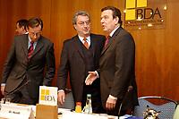 20 JAN 2003, BERLIN/GERMANY:<br /> Reinhard Goehner (L), Hauptgeschaeftsfuehrer BDA, Dieter Hundt (M), Praesident Bundesvereinigung der Deutschen Arbeitgeberverbaende, BDA, Gerhard Schroeder (R), SPD, Bundeskanzler, vor Beginn einer Sitzung von Kanzler und  BDA-Praesidium, Haus der Wirtschaft<br /> IMAGE: 20030102-02-002<br /> KEYWORDS: Präsident, Gerhard Schröder, Reinhard Göhner