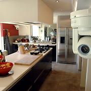 NLD/Eemnes/20060921 - Perspresentatie de Gouden Kooi, villa, keuken met camera