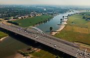 Nederland, Zuid-Holland, Vianen, 08-07-2010; Lek met uiterwaarden, onder in beeld de Lekbrug Vianen (Jan Blankenbrug). Links van de rivier de Bossenwaard (en Nieuwegein), rechts de Mijnsheerenwaard (en Vianen).Floodplains river Lek, Vianen bridge and Nieuwegein..luchtfoto (toeslag), aerial photo (additional fee required).foto/photo Siebe Swart