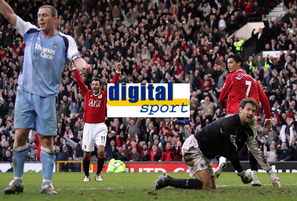 Photo: Paul Thomas.<br /> Manchester United v Manchester City. The Barclays Premiership. 09/12/2006.<br /> <br /> Cristiano Ronaldo (7) of Man Utd looks back over his shoulder to see if he wasn't offside when he scored, while City's Richard Dunne (L) and Andreas Isaksson (R) show dispear.