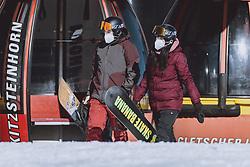 THEMENBILD - Snowboarder mit FFP2 Masken am Kitzsteinhorn Gletscherskigebiet, aufgenommen am 13. Februar 2021 in Kaprun, Österreich // Snowboarder with FFP2 masks at the Kitzsteinhorn glacier ski resort in Kaprun, Austria on 2021/02/13. EXPA Pictures © 2021, PhotoCredit: EXPA/ JFK