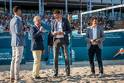 15-07-2018 NED: CEV DELA Beach Volleyball European Championship day 1<br /> Start of the DELA EC Beach Volleyball 2018 / Robert Horstink, Bas van de Goor, Burgemeester John (J.C.G.M.) Berends