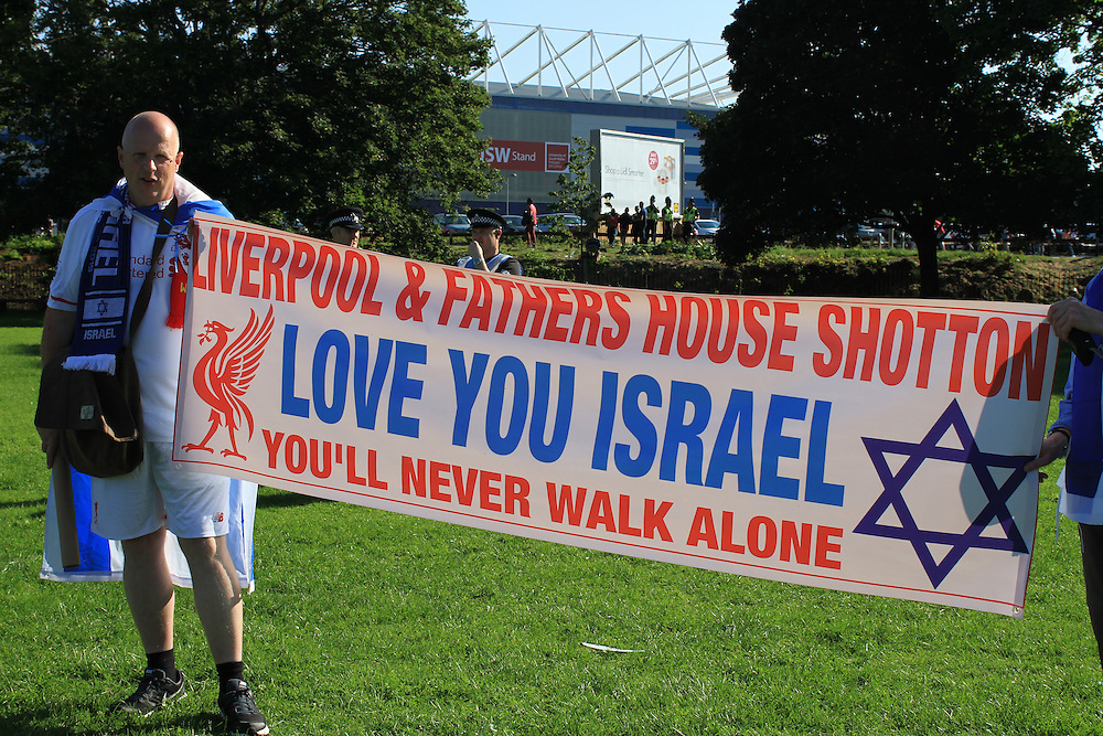 The Zionist Federation held a small counter-protest of around 30 Israeli football supporters.