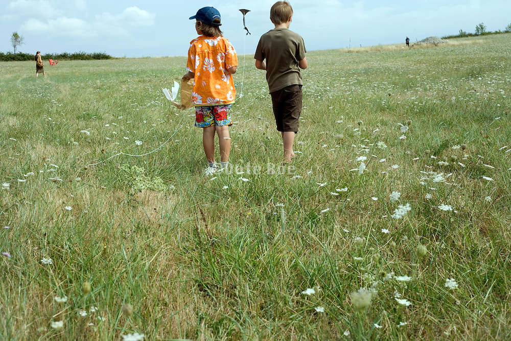 young children kiting