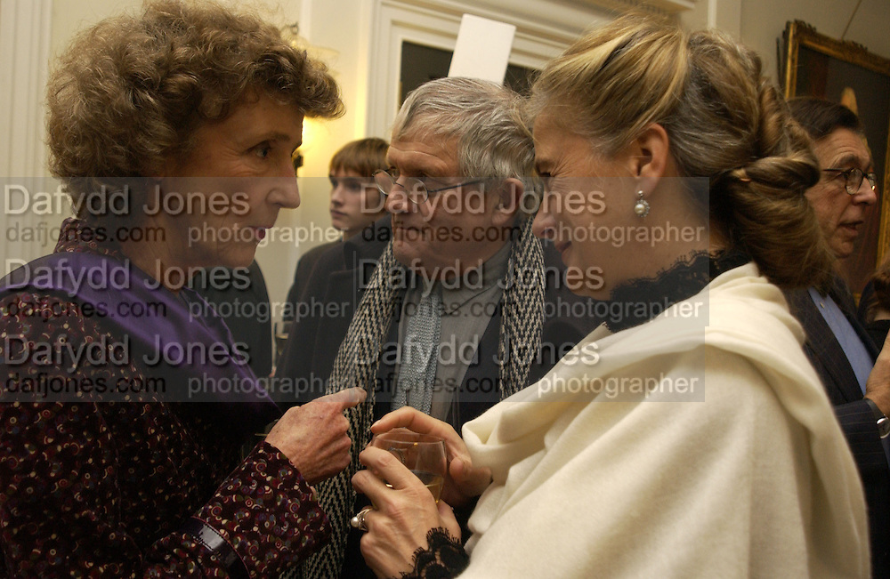 Marchioness of Dufferin and Ava, David Hockney and the Marchioness of Doura, Opening of an exhibition of watercolours by David Hockney. Midsummer: East Yorkshire 2004, Gilbert Collection. Somerset House. 16  November 2005 . ONE TIME USE ONLY - DO NOT ARCHIVE © Copyright Photograph by Dafydd Jones 66 Stockwell Park Rd. London SW9 0DA Tel 020 7733 0108 www.dafjones.com