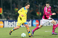 FOOTBALL - UEFA CHAMPIONS LEAGUE 2011/2012 - 1/8 FINAL - 1ST LEG - OLYMPIQUE LYONNAIS v APOEL FC - 14/02/2012 - PHOTO EDDY LEMAISTRE / DPPI - HELDER SOUSA (APOEL) / MAXIME GONALONS (OL)