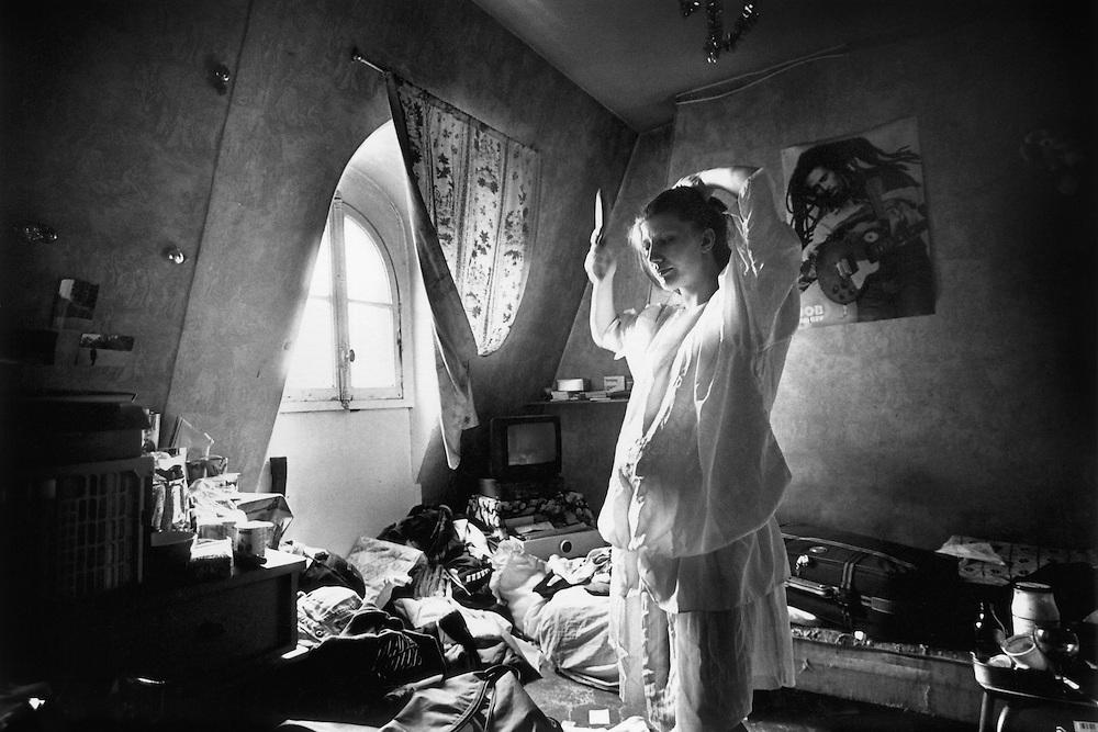 Paris, mai 1996. Nathalie part accoucher à l'hôpital.