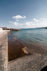 Castro Marina - Salento - Puglia - Banchina utilizzata dai pescatori per la pesca e dai bagnanti per prendere il sole.