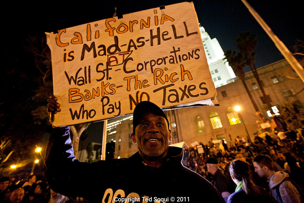 Hundreds of LAPD raid the Occupy LA camp located at LA city hall. Occupy LA has camped out on the lawn for two months, and was the largest of all the Occupy camps.Hundreds of LAPD raid the Occupy LA camp located at LA city hall. Occupy LA has camped out on the lawn for two months, and was the largest of all the Occupy camps.