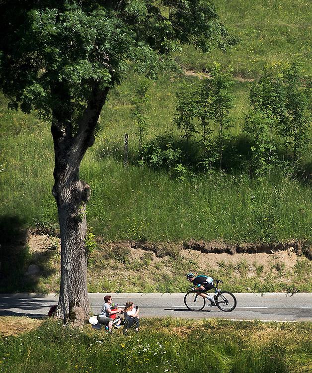 Frankrijk, Col de Peyresourde, 09-07-2016<br /> Wielrennen, Tour de France, 8e etappe.<br /> Van Pau naar Bagneres-de- Luchon<br /> Chris Froome in de afdaling van de Col de Peyresourde op weg naar de dagzege en de Gele Trui.<br /> Foto: Klaas Jan van der Weij