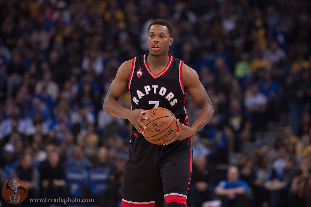 November 17, 2015; Oakland, CA, USA; Toronto Raptors guard Kyle Lowry (7) controls the basketball during the first quarter against the Golden State Warriors at Oracle Arena. The Warriors defeated the Raptors 115-110.