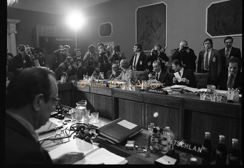 EEC Leaders Meet At Dublin Castle.   (N4)..1979..29.11.1979..11.29.1979..29th November 1979..At Dublin Castle the leaders of the countries within the EEC held a summit conference to discuss issues which would affect the EEC over the forthcoming years..Image shows the media scrum as the delegations prepare for the summit.