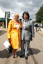 LAURENCE & JACKIE LLEWELLYN-BOWEN at the 2008 Chelsea Flower Show 19th May 2008.<br /><br />NON EXCLUSIVE - WORLD RIGHTS
