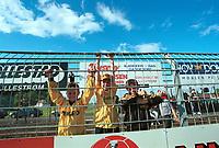 Unge Lillestrøm-supportere. Lillestrøm - Molde 0-1, Tippeligaen 1999. 27. juni 1999. (Foto: Peter Tubaas)