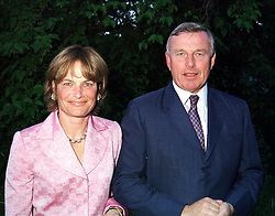 MR & MRS SIMON KESWICK at a dinner in London <br /> on 22nd May 2000.OEK 61