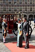 Op Prinsjesdag 2018 spreekt het staatshoofd in de Staten-Generaal van het Koninkrijk der Nederlanden in verenigde vergadering bijeen de troonrede uit. Daarin geeft de regering aan wat het regeringsbeleid zal zijn voor het komende jaar. <br /> <br /> On State Opening of Parlement (Prinsjesdag) 2018, the head of state in the States-General of the Kingdom of the Netherlands meets in a joint meeting the speech of the throne. In it, the government indicates what the government policy will be for the coming year.<br /> <br /> op de foto / On the photo:  Aankomst Ridderzaal met prins Constantijn en prinses Laurentien / Arrival of the Ridderzaal with Prince Constantijn and Princess Laurentien