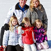 AUD/Lech/20110219 - Fotosessie Nederlandse Koninklijke Familie 2011 op wintersport in Lech, Willem Alexander en partner Maxima, kinderen Amalia,  Alexia, Ariane