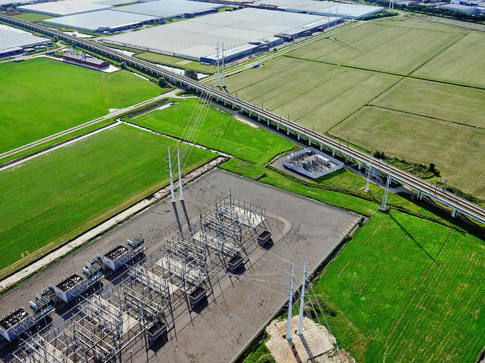 Nederland, Zuid-Holland, Zoetermeer, 14-09-2019; hogesnelheidslijn HSL, ten Oosten van Zoetermeer.  Naast de hogesnelheidslijn hoogspanning-verdeelstation van Tennet.<br /> High-speed line HSL east of Zoetermeer<br /> <br /> luchtfoto (toeslag op standard tarieven);<br /> aerial photo (additional fee required);<br /> copyright foto/photo Siebe Swart