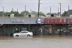 (170827) -- HOUSTON, Aug. 27, 2017 (Xinhua) -- A vehicle is stranded in flood in southern Houston's industrial area in Texas, the United States, Aug. 27, 2017. Widespread and worsening flood conditions prompted the closure of nearly every major road in Houston as the outer bands of Hurricane Harvey swept through the Houston area over the weekend. Latest news reports said the storm death toll has climbed to at least 5. (Xinhua/Liu Liwei) (Photo by Xinhua/Sipa USA)