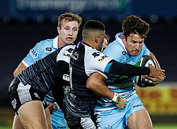 2nd November, Liberty Stadium , Swansea, Wales ; Guinness pro 14's Ospreys Rugby v Glasgow Warriors ;  DTH Van Der Merwe of Glasgow Warriors under pressure from Keelan Giles of Ospreys<br /> <br /> Credit: Simon King/News Images<br /> <br /> Photographer Simon King/Replay Images<br /> <br /> Guinness PRO14 Round 8 - Ospreys v Glasgow Warriors - Friday 2nd November 2018 - Liberty Stadium - Swansea<br /> <br /> World Copyright © Replay Images . All rights reserved. info@replayimages.co.uk - http://replayimages.co.uk