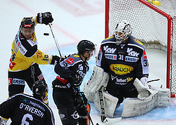 02.02.2016, Albert Schultz Eishalle, Wien, AUT, EBEL, UPC Vienna Capitals vs Dornbirner Eishockey Club, Platzierungsrunde, im Bild Jonathan Daversa (Dornbirner EC), Jamie Johnson (UPC Vienna Capitals), Christopher Dalvise (Dornbirner EC) und David Madlener (Dornbirner EC) // during the Erste Bank Icehockey League placement round match between UPC Vienna Capitals and Dornbirner Eishockey Club at the Albert Schultz Ice Arena, Vienna, Austria on 2016/02/02. EXPA Pictures © 2016, PhotoCredit: EXPA/ Thomas Haumer