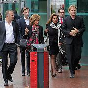 NLD/Amstelveen/20120917 - Uitvaart Rosemarie Smid - Giesen van der Sluis, Netty van der Veer, Esther Oosterbeek en Christian Looman