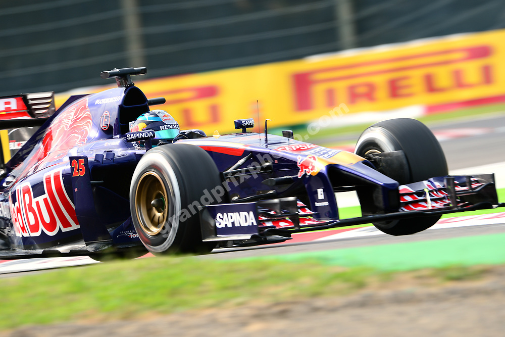 Jean-Eric Vergne (Toro Rosso-Renault) during qualifying for the 2014 Japanese Grand Prix in Suzuka. Photo: Grand Prix Photo