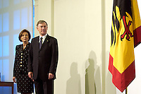 11 JAN 2005, BERLIN/GERMANY:<br /> Eva Luise Koehler, Praesidentengattin, und  Horst Koehler, Bundespraesident, waehrend dem Neujahrsempfang des Bundespraesidenten, Schloss Charlottenburg<br /> IMAGE: 20050111-01-004<br /> KEYWORDS: Bundespräsident, Flagge, Bundesadler; Horst Köhler