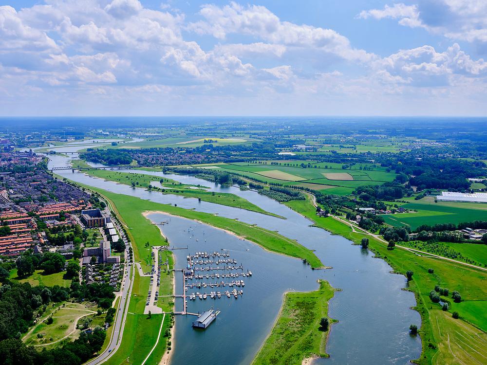 Nederland, Gelderland, Gemeente Deventer, 21–06-2020; rivier de IJssel met Deventer in de achtergrond. Jachthaven Zeil- en Motorbootvereniging Deventer en Roei- & Zeilvereniging Daventria.<br /> River IJssel with Deventer in the background. Marina.<br /> luchtfoto (toeslag op standaard tarieven);<br /> aerial photo (additional fee required)<br /> copyright © 2020 foto/photo Siebe Swart
