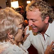 NLD/Amsterdam/20100522 - Concert Toppers 2010, Gordon Heuckeroth met zijn moeder Mary