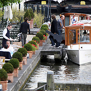 NLD/Amsterdam/20070913 - The Police in Amsterdam, Joe Sumner, de zanger van FictionPlane, zoon van Sting in een rondvaartboot