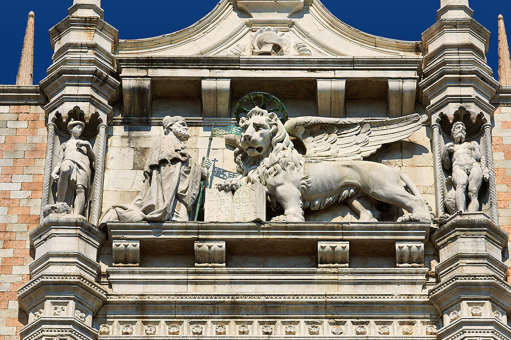 The 14th Century Gothic style statues of the Doge & the winger lion of St Mark on the south facade of The Doge's Palace, Palazzo Ducale, Venice Italy .<br /> <br /> Visit our ITALY HISTORIC PLACES PHOTO COLLECTION for more   photos of Italy to download or buy as prints https://funkystock.photoshelter.com/gallery-collection/2b-Pictures-Images-of-Italy-Photos-of-Italian-Historic-Landmark-Sites/C0000qxA2zGFjd_k<br /> <br /> <br /> Visit our MEDIEVAL PHOTO COLLECTIONS for more   photos  to download or buy as prints https://funkystock.photoshelter.com/gallery-collection/Medieval-Middle-Ages-Historic-Places-Arcaeological-Sites-Pictures-Images-of/C0000B5ZA54_WD0s