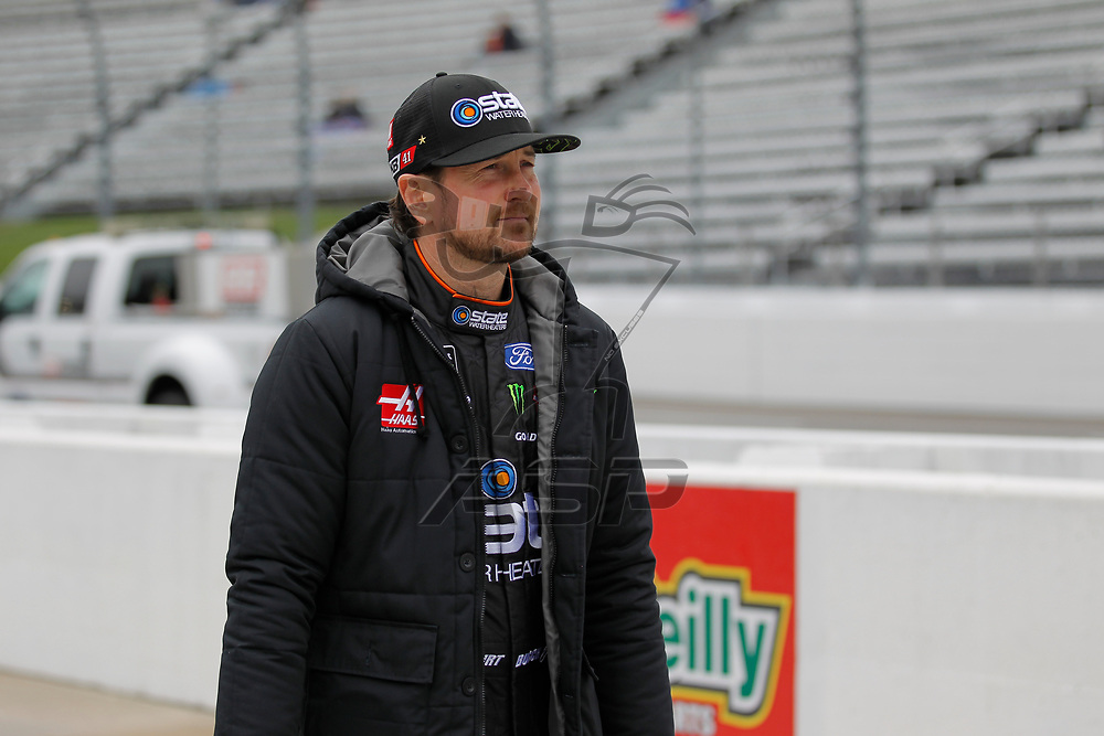 October 29, 2017 - Martinsville, Virginia, USA: Kurt Busch (41) walks down pitroad before qualifying for the First Data 500 at Martinsville Speedway in Martinsville, Virginia.